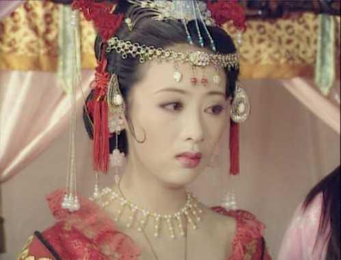 电影《白蛇传说》虽然没什么看头,倒是徐若瑄客串出演的雪妖让人眼前