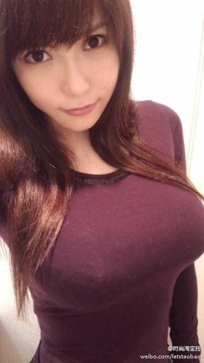 日本女优朴素家居照