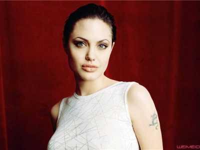 朱莉安吉丽娜的手术 安吉丽娜朱莉现在的照片怎样